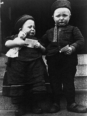 Dutch Immigrant Children - Ellis Island - 1906 - AP Image